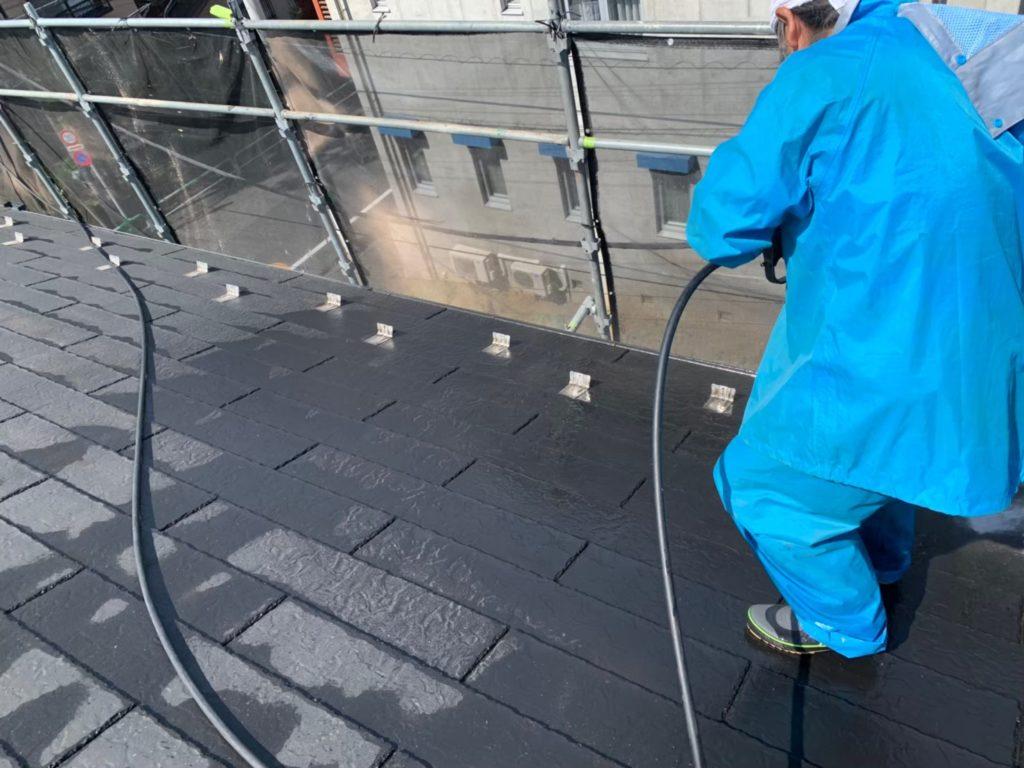 屋根部 高圧洗浄の施工写真です。