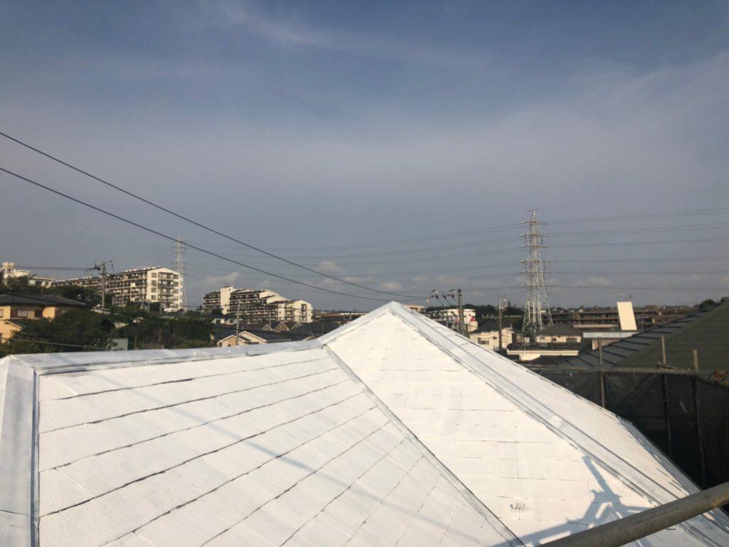 屋根 鋼板部 錆止めプライマー    スレート瓦部 遮熱シーラー