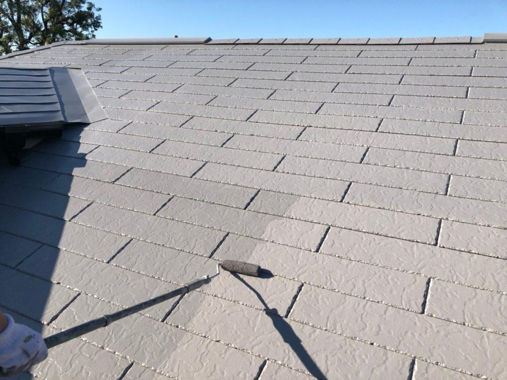 屋根部 仕上げ材塗布の施工写真です。