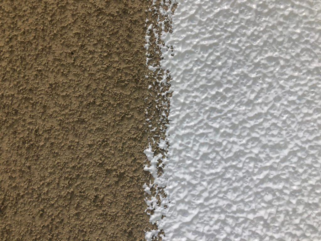 外壁 下塗り(マスチック工法・厚付け塗り)拡大