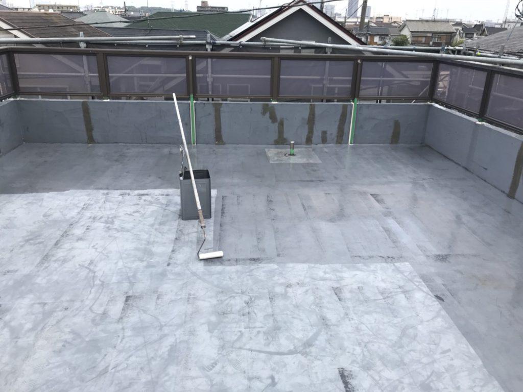 屋上防水工事の施工写真です。
