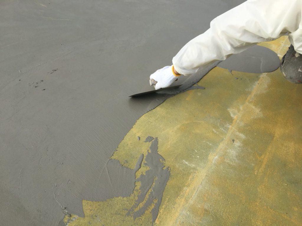 仮防水材を全面に塗布します。