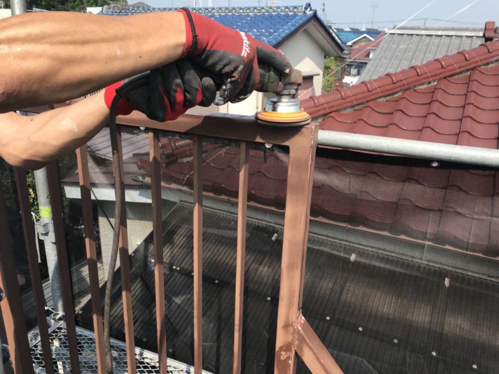鉄骨階段塗装工事の施工写真です。