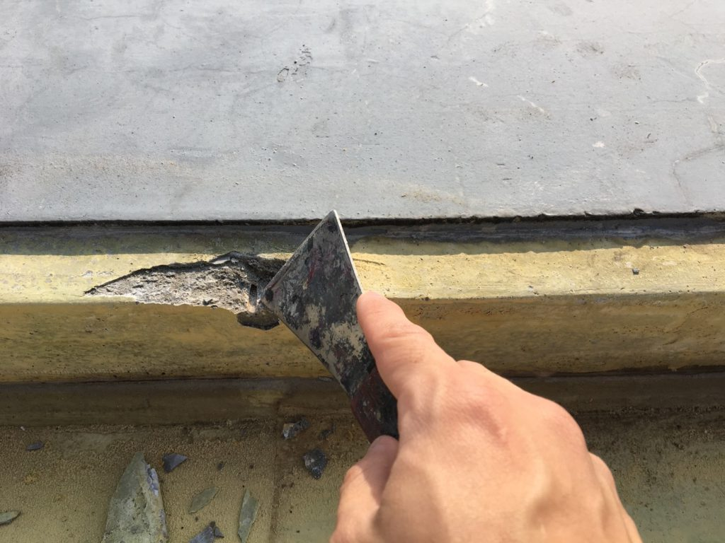 水切り固定釘跡の補修です。