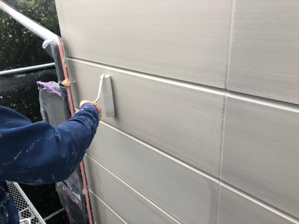 外壁部 仕上げ材塗布の施工写真です。