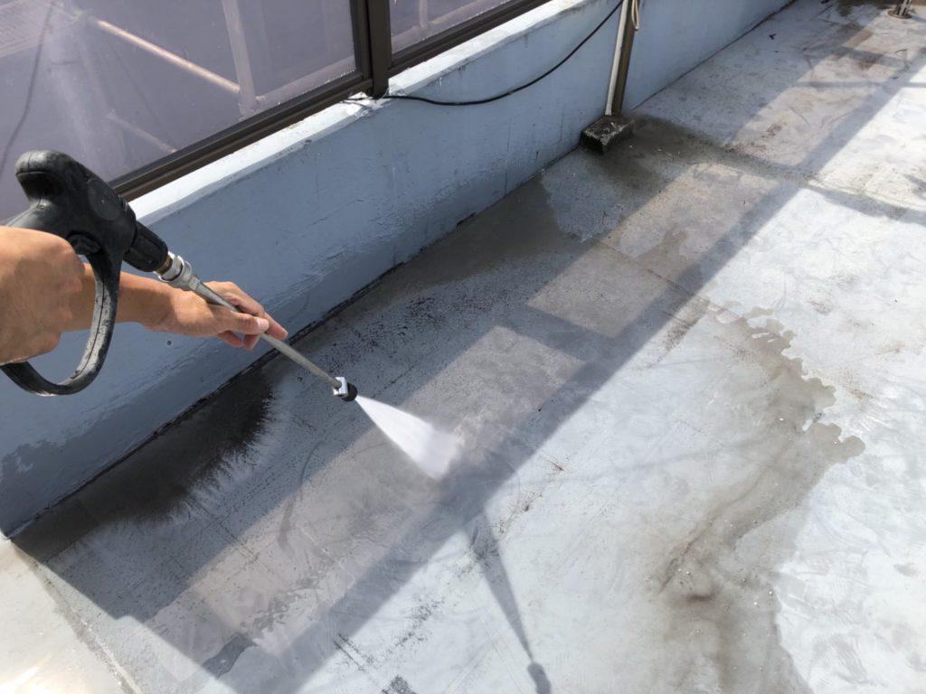 防水面である屋上もキレイに洗浄し、完了です。