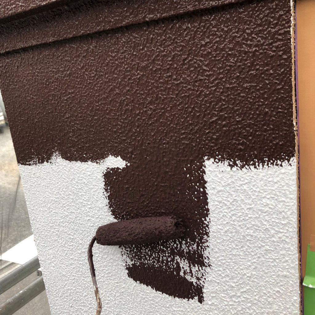 外壁 ブラウン色上塗り(1回目)