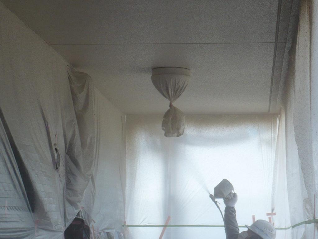 軒天部 吹き付け塗装 2回目