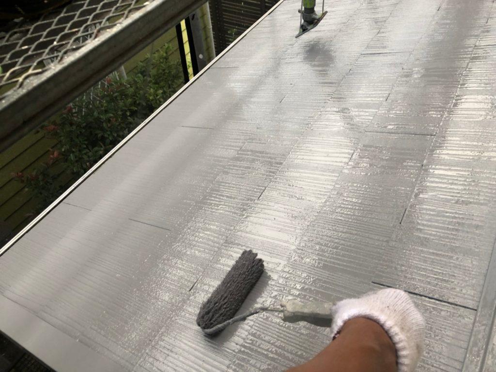 屋根 上塗り材塗装2回目・・②