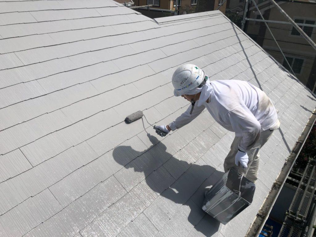 屋根 上塗り材塗装1回目