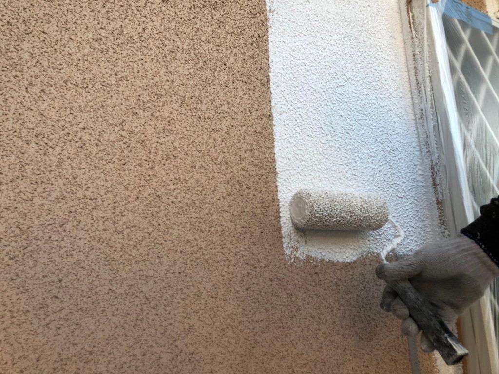 外壁部下塗り材塗布(パターン付け)